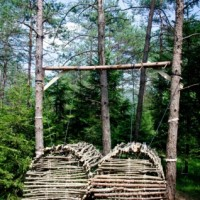 How-we-dwell-like-Wood-Mobiles-Ledro-Land-Art-2013-by-Massimo-Vicentini_oggetto_editoriale_620x465