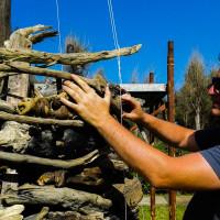 marco-nones-intreccia-legni-portati-dal-mare